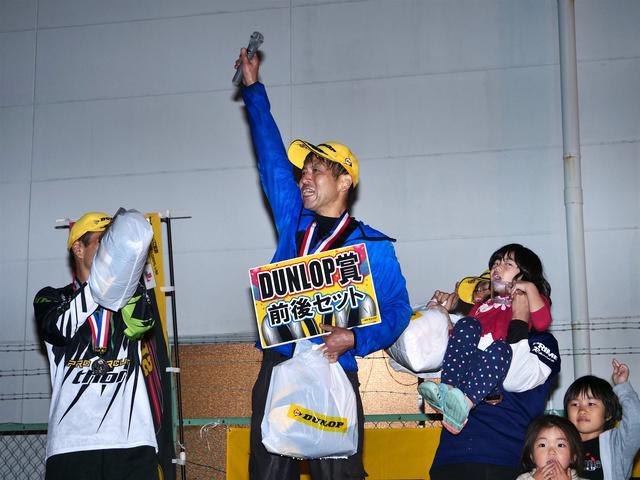 画像: 「ジムカーナ始めて26年、やっと勝てました! やめなくてよかった!」と、表彰台の頂点で叫んだ廣瀬選手。