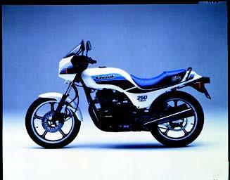 Images : カワサキ GPz250 1985 年1月