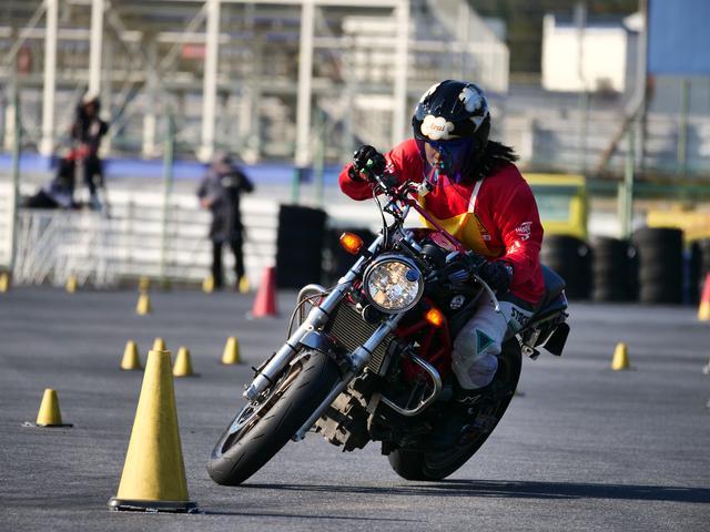 画像: NL級1位 草野涼子選手&VTR250 1分47秒380