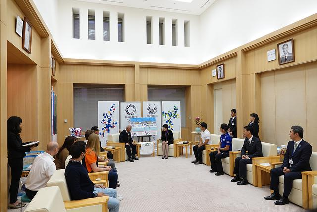画像: 国内外で活躍するプロライダーが小池都知事を表敬訪問