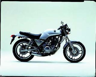 ヤマハ SRX600 1985 年 4月