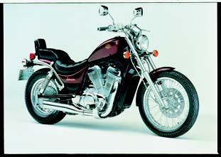 Images : スズキ VS750イントルーダー 1985 年 4月