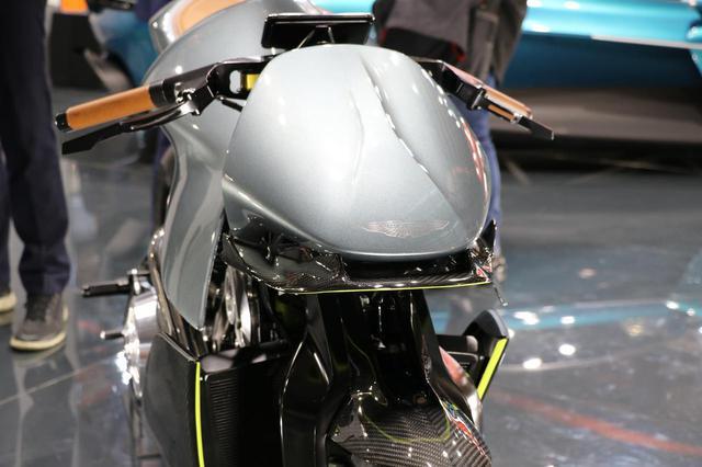 画像2: ボディはオールカーボン、エンジンは180PSのV2ターボ!