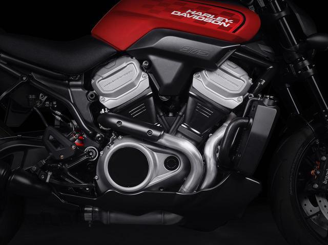 画像: BRONXに搭載される新型の水冷Vツインエンジン「Revolution Max」(排気量は975cc)。