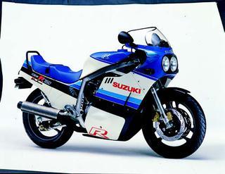 スズキ GSX-R750 1985 年 3月