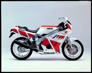 ヤマハ FZR400 1986 年 5月