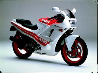 ホンダ CBR400R 1986 年7月