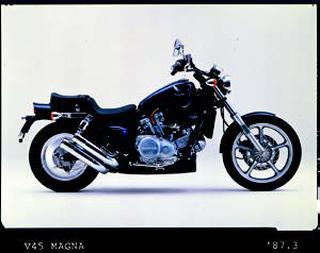 ホンダ V45マグナ 1987年 4月