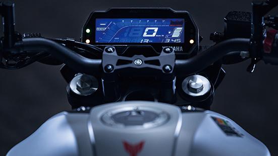 画像: 反転液晶のオールデジタルメーターは多機能で実用的。表示も大きく視認性は良さそうだ。