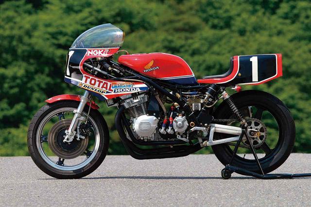 画像: 写真のRS1000は1981年の鈴鹿8耐のウイナーである、ホンダ・フランスからエントリーしたM・ボールドウィン/D・アルダナ組のマシン。安定した速さを見せ2位を3周遅れにする199周を走破した。