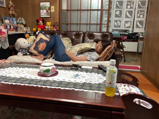 画像: さおりんの愛らしいリアル寝顔ッ!!!と腰チラセクシーショット!!!