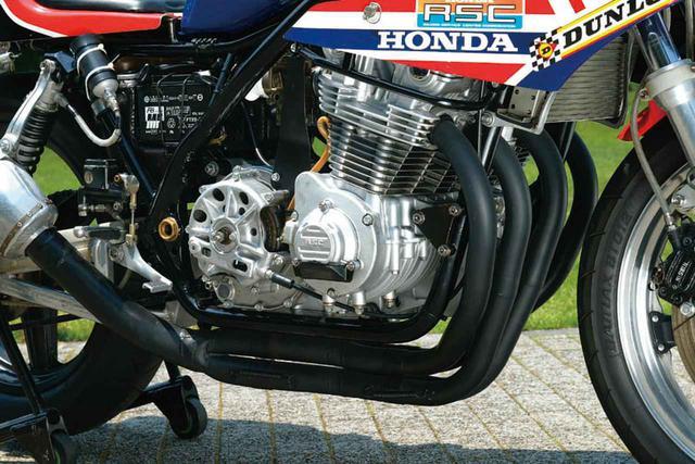 画像: CB900F用の空冷直4エンジンをベースに、排気量を999㏄にまで拡大するなどRSC(HRCの前身)がフルチューン。耐久仕様でも最高出力130PS!