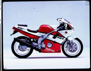 ヤマハ FZR400 1988 年 3月