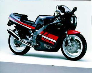 スズキ GSX-R400 1988 年 3月