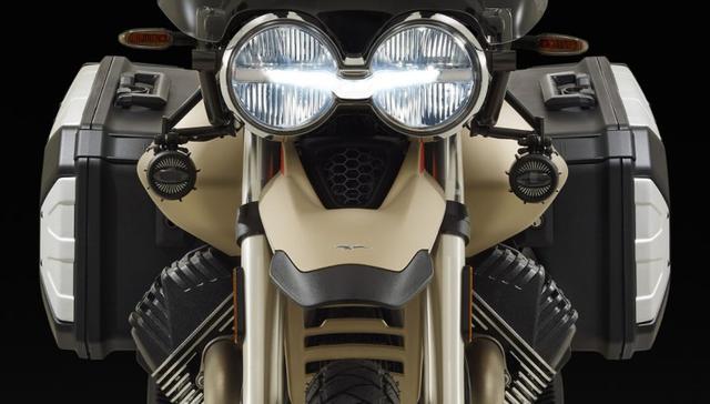 画像1: モト・グッツィが新ADVモデル「V85TT Travel」を初公開!人気モデルのグレードアップ版が早くも登場!【EICMA 2019速報!】 - webオートバイ