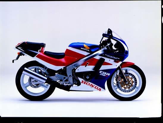 Images : ホンダ CBR250R 1988 年 5月
