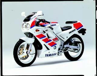 ヤマハ FZR250 1988 年 4月