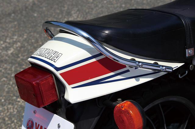 画像: 当時、テールカウルの有無がスポーツバイクであるか否かを左右する重要なパーツだった。RD時代よりもスタリッシュになったカウルは今見てもセクシーなラインだ。