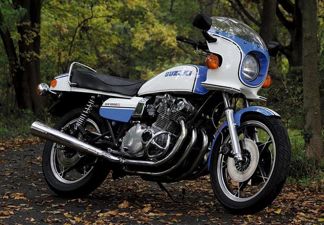 画像: スズキ GS1000S 79年に登場したGS1000SはGS1000をベースにカウルを装着し、ホワイトとブルーのカラーリングをまとう。そのカラーリングは、80年にAMAスーパーバイクのシリーズチャンピオンを獲得したことでチャンピオンカラーとなった。第1回鈴鹿8耐でもヨシムラGS1000が並み居るワークスチームを破って優勝し、4スト最後発メーカーであるスズキが力で世界に認めさせた記念碑的マシンがGS1000である。