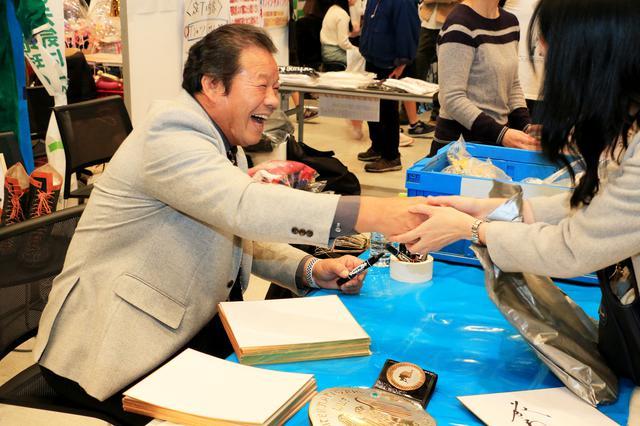 画像: スペシャルサイン会には、藤波辰爾氏も登場しました!