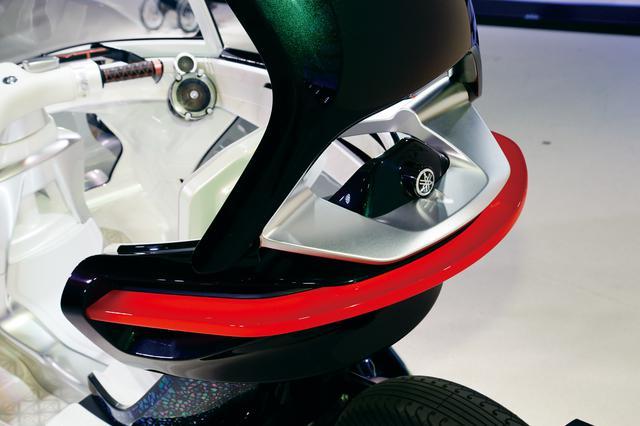 画像: 丸みを帯びたボディの曲線に沿って、ライン状にデザインされたテールランプユニットがリアビューを引き締める。