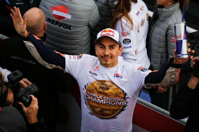 画像: 最後の最後に、レプソルホンダのチームタイトル獲得に貢献してGPを去っていくホルヘ・ロレンソ