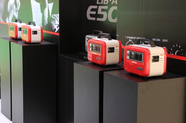 画像: 東京モーターショー2019のホンダブースでは、発表されたばかりのニューモデルとして既存の「LiB-AID E500」に囲まれるように展示されていました。