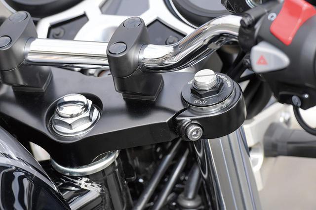 画像: 2ピースボトム採用のフロントサスペンションは、インナーチューブ径43mm。CB1100EX同様、ショーワ・デュアル・ベンディング・バルブを採用。セッティングの最適化により、リニアな減衰特性を実現。