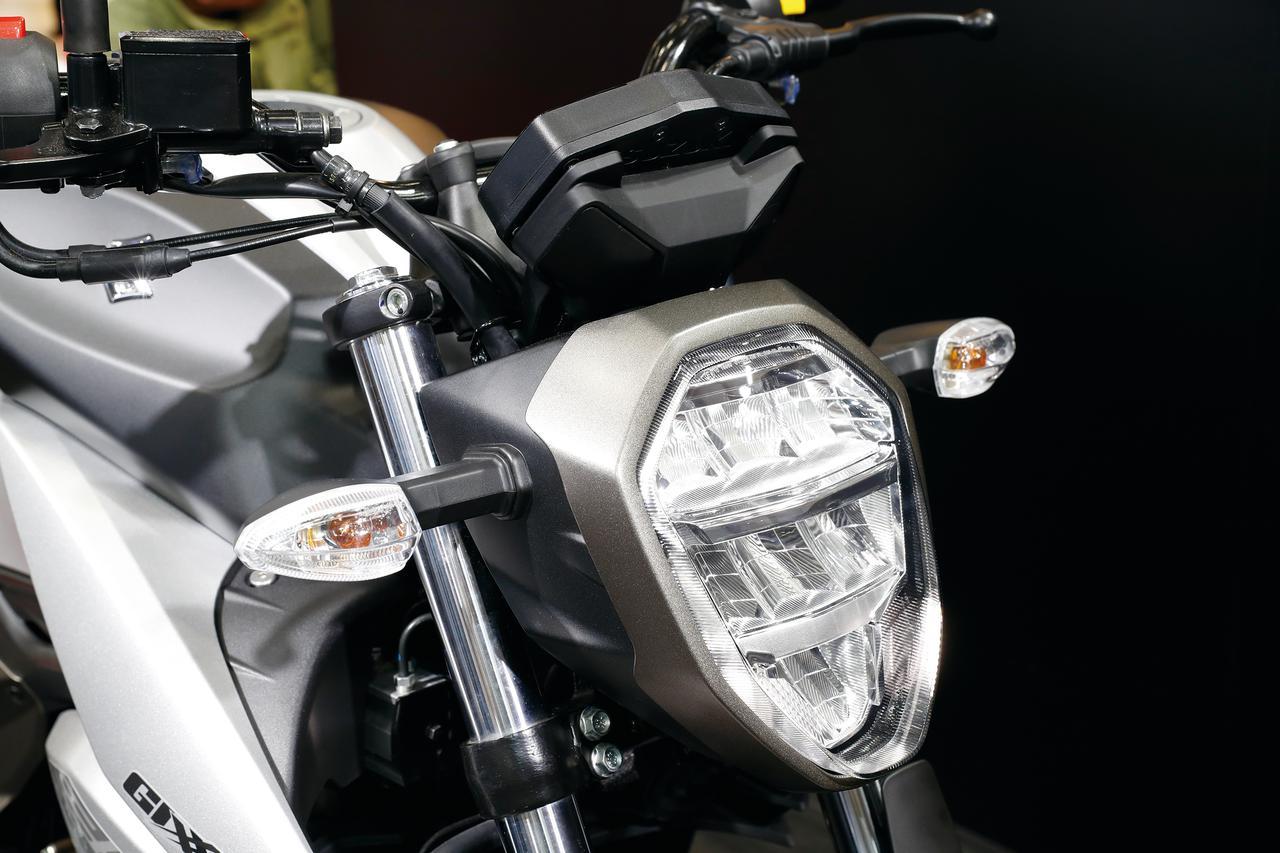 画像: スズキのミドルネイキッド、グラディウスを思わせるデザインの異形ヘッドライトを採用。中身は最新のLED式となっている。