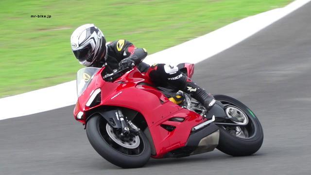 画像: Ducati Panigale V2 試乗 @ヘレスサーキット こちらの動画が見られない方、大きな画面で見たい方はYOU TUBEのWEBサイトで直接ご覧下さい。 https://youtu.be/yeBEVwQ9OZ4 ※リンクが出来ない場合はURLを直接ペーストしてください。 youtu.be