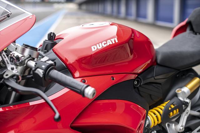 画像1: 【動画あり】DUCATI Panigale V2「トップたる所以。V2に込めた熱量を識る」 (松井勉)♯Web Mr.Bikeインプレッション