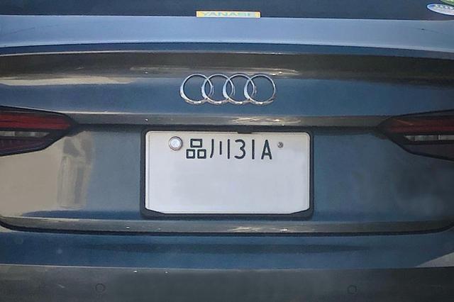 画像: 街中で見かけた実際のナンバー。今は下ひと桁だけがアルファベットとなっている。