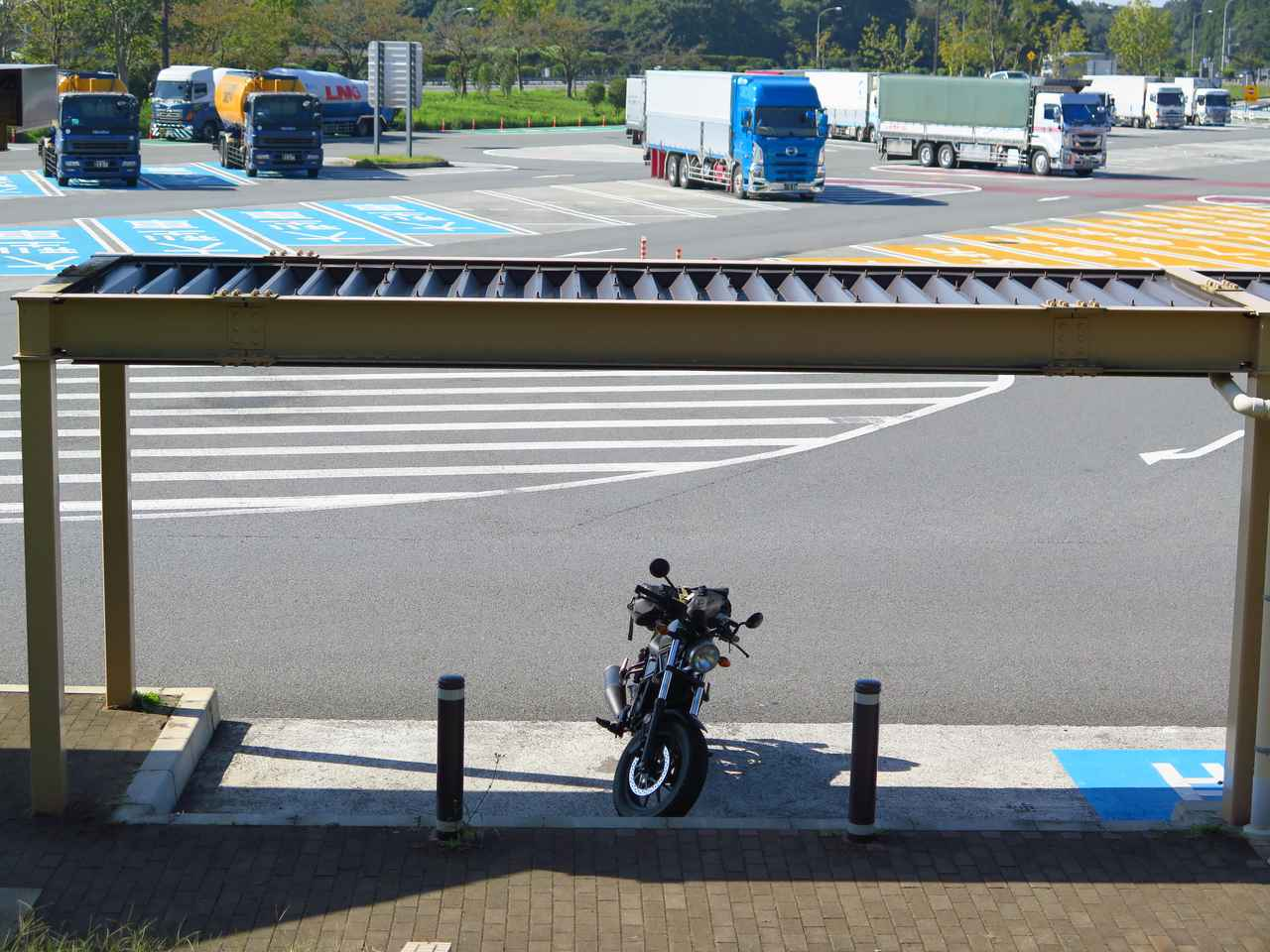 画像: 行きの那須高原SA。こちらは貸し切り状態でした。