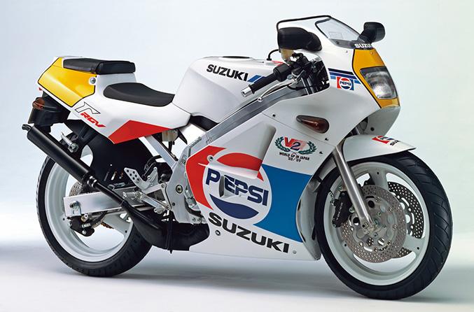 画像: RGV250Γ PEPSI VERSION(VJ21A)1988年8月中旬発売 61万9000円(当時)