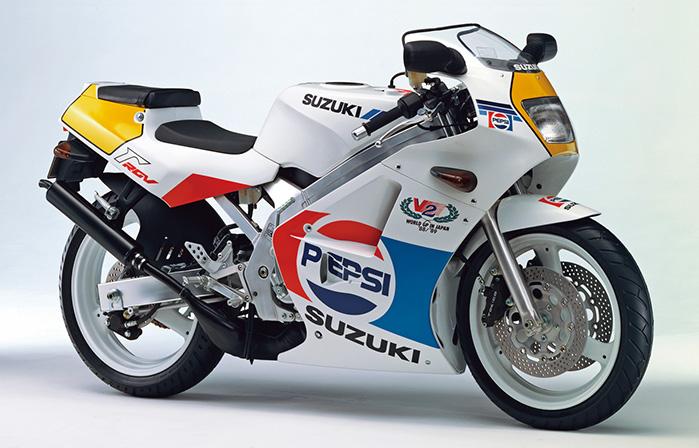 画像: RGV250Γ PEPSI VERSION(VJ21A)1989年6月中旬発売 58万8000円+消費税3%(当時)