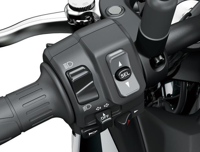 画像: ライディングモードの設定はハンドル左側のボタンで操作。スポーツ、ロード、レイン、ライダー(マニュアル)の4種から選択できます。