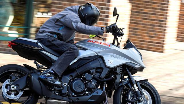 画像1: 大型バイクとして運転が難しすぎない