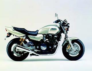 ヤマハ XJR1200 1996 年 3月