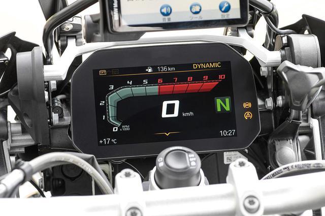 画像: フルカラー6.5インチのTFT液晶モニターを用いたメーターパネルは全車標準装備。デジタル表示のスピード、バーグラフ表示のタコメーターなど基本情報を表示するモードは視認性を重視したデザイン。