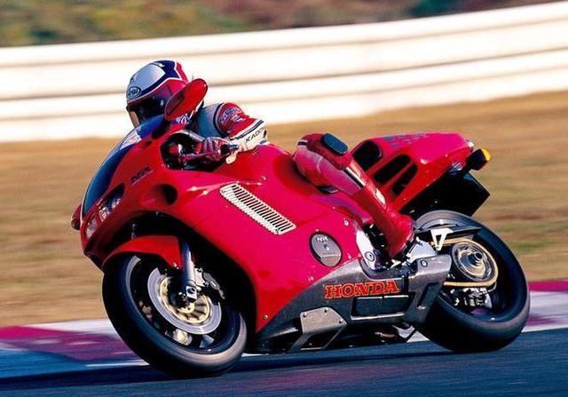画像: ホンダの技術の結晶と言うべき究極のスペシャルモデル【平成4年 HONDA NR】 - webオートバイ