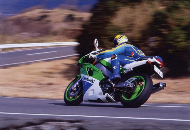 画像: 【憧れの名車図鑑】サーキットの血が脈打つスーパーウエポン「KAWASAKI ZXR750R」 - webオートバイ