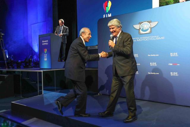画像: モナコ・モンテカルロにて開催された「2019FIM AWARDS CEREMONY」。新井理夫氏は11月30日(土)の総会の場でFIMより直接ゴールドメダルを授与されました。