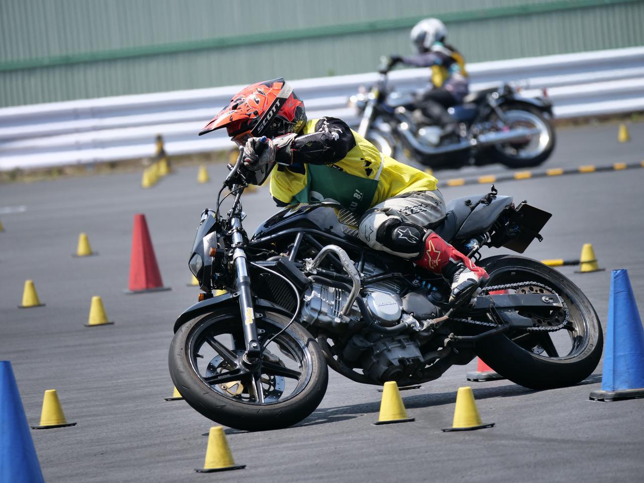 Images : 13番目の画像 - ジムカーナで活躍するホンダ「VTR」をもっと見る! - webオートバイ