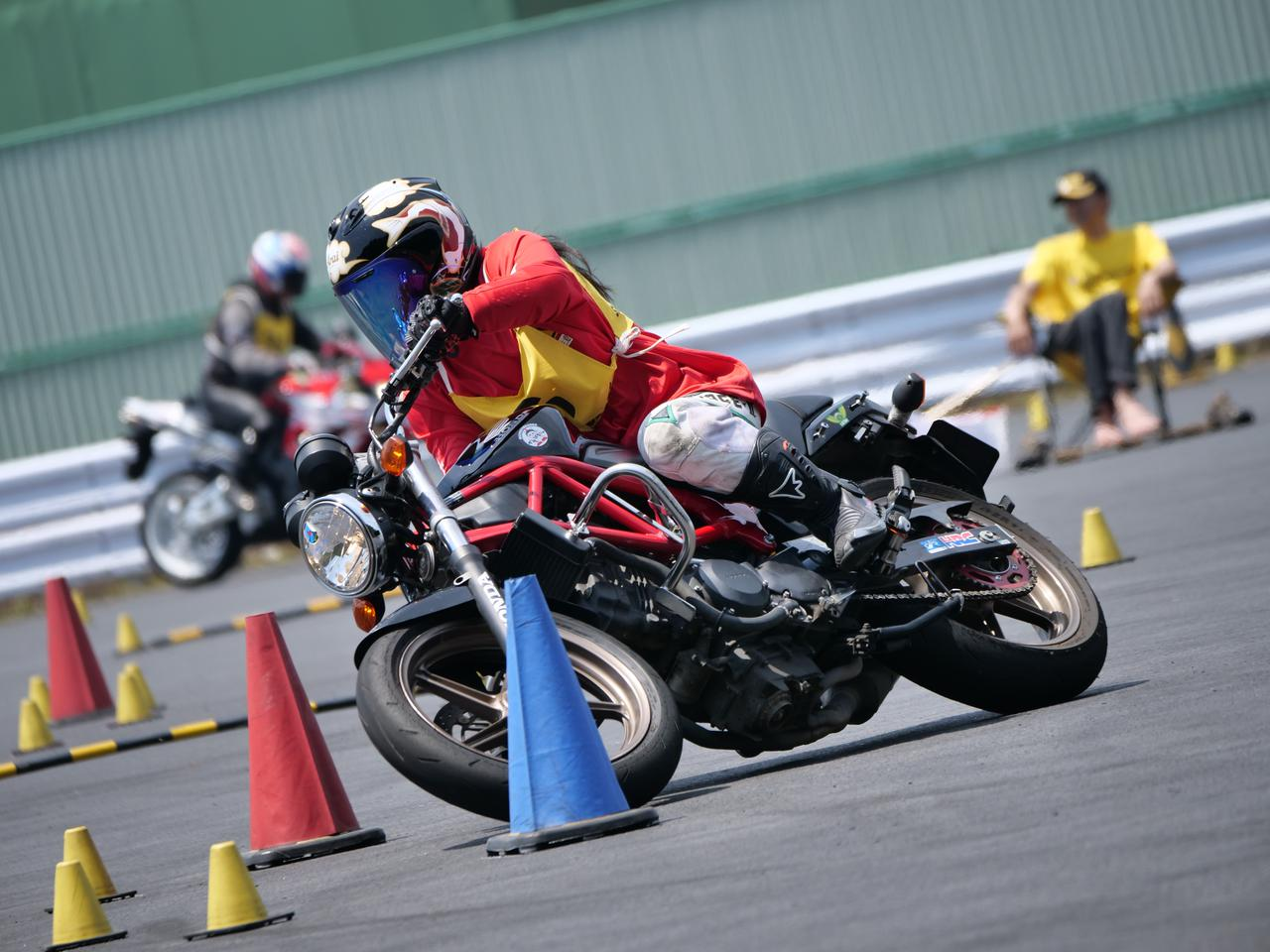 Images : 16番目の画像 - ジムカーナで活躍するホンダ「VTR」をもっと見る! - LAWRENCE - Motorcycle x Cars + α = Your Life.