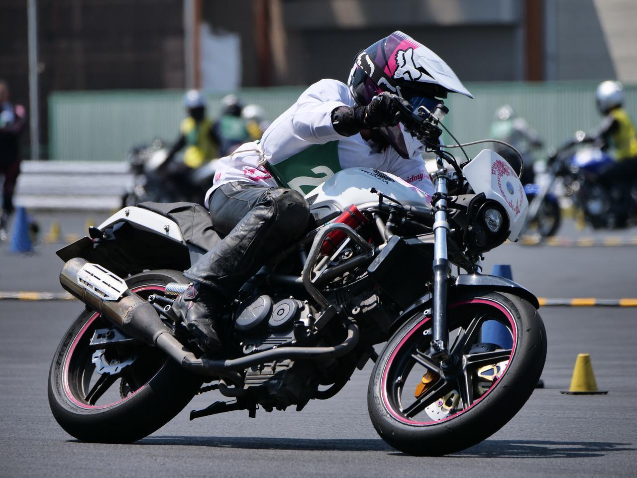 Images : 11番目の画像 - ジムカーナで活躍するホンダ「VTR」をもっと見る! - webオートバイ