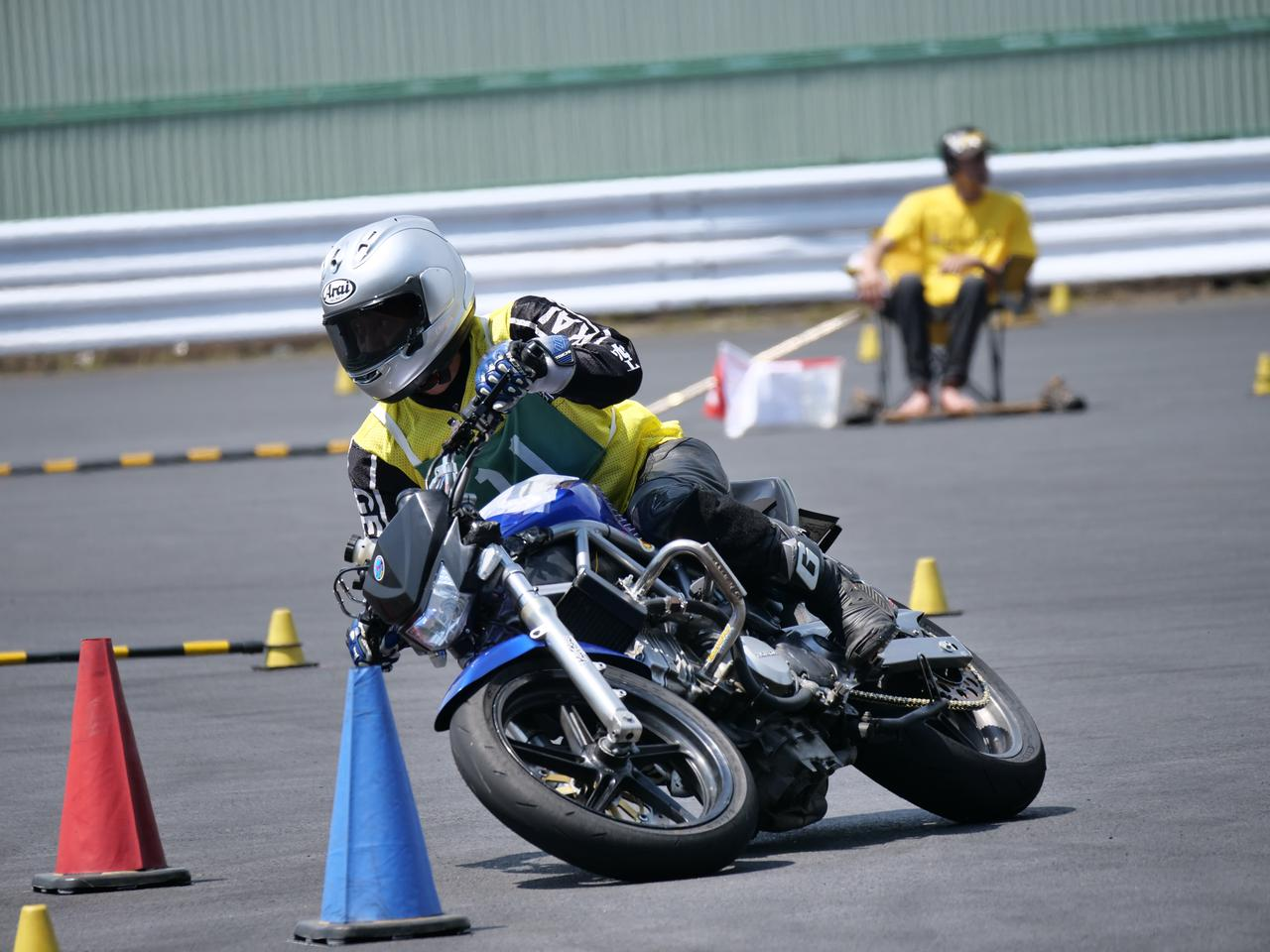 Images : 12番目の画像 - ジムカーナで活躍するホンダ「VTR」をもっと見る! - LAWRENCE - Motorcycle x Cars + α = Your Life.