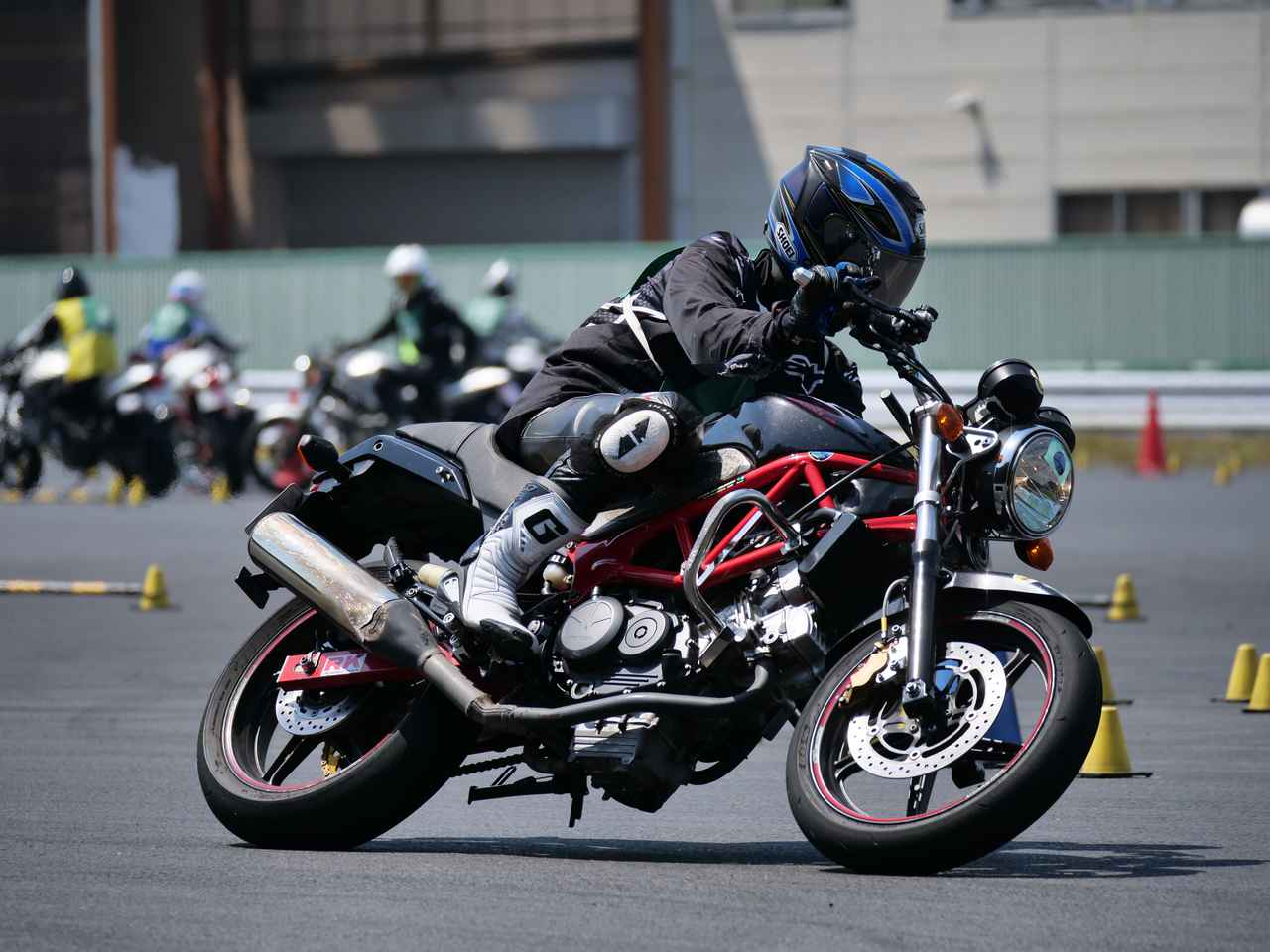 Images : 10番目の画像 - ジムカーナで活躍するホンダ「VTR」をもっと見る! - LAWRENCE - Motorcycle x Cars + α = Your Life.