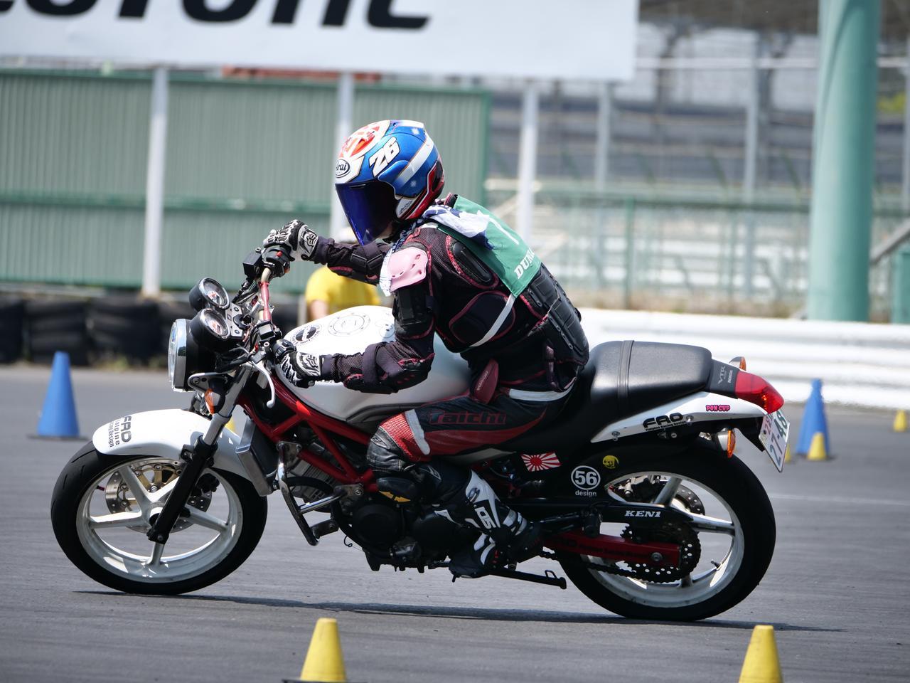 Images : 15番目の画像 - ジムカーナで活躍するホンダ「VTR」をもっと見る! - webオートバイ