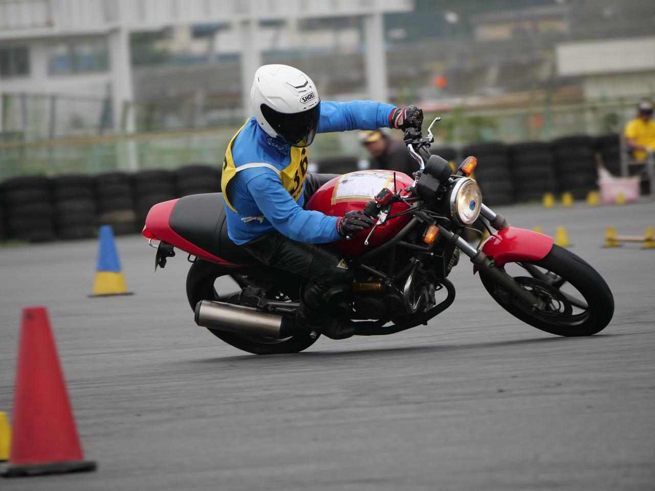 Images : 36番目の画像 - ジムカーナで活躍するホンダ「VTR」をもっと見る! - LAWRENCE - Motorcycle x Cars + α = Your Life.