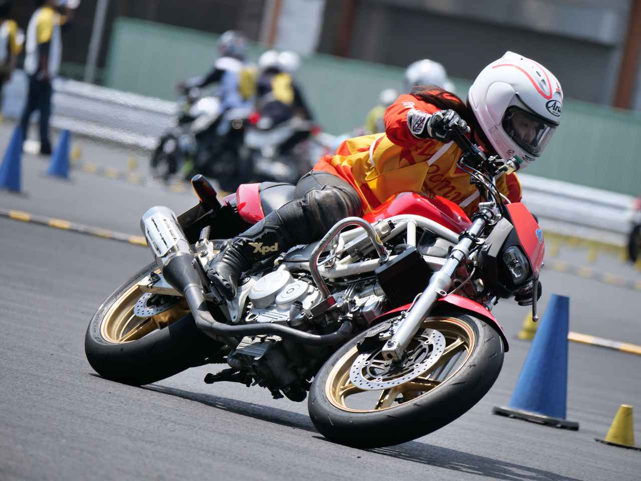 Images : 18番目の画像 - ジムカーナで活躍するホンダ「VTR」をもっと見る! - LAWRENCE - Motorcycle x Cars + α = Your Life.